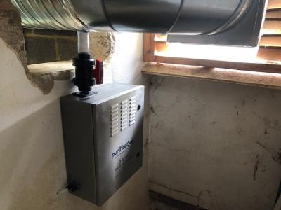 Brighton - 500mm canopy with two odour control units.